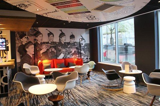 Ibis Edinburgh Centre Royal Mile: Recepção e bar