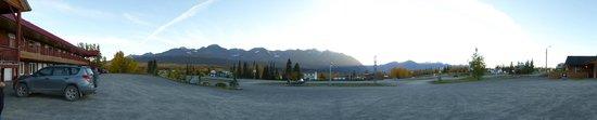 Panorama vor dem Alcan Motor Inn