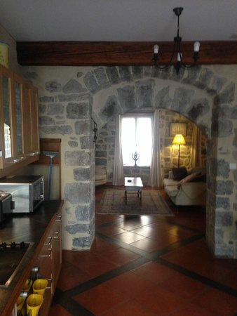 Holidays in Lagrasse : Kitchen area with view to the lounge