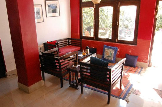 Cafe 42: Cafe area - cozy both during the day and the night