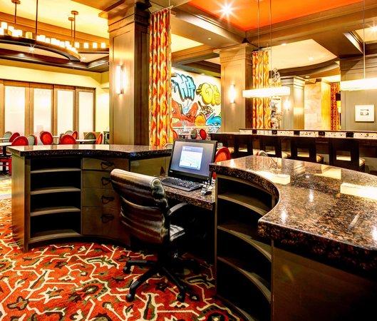 Hampton Inn & Suites Austin at The University/Capitol: Business Center