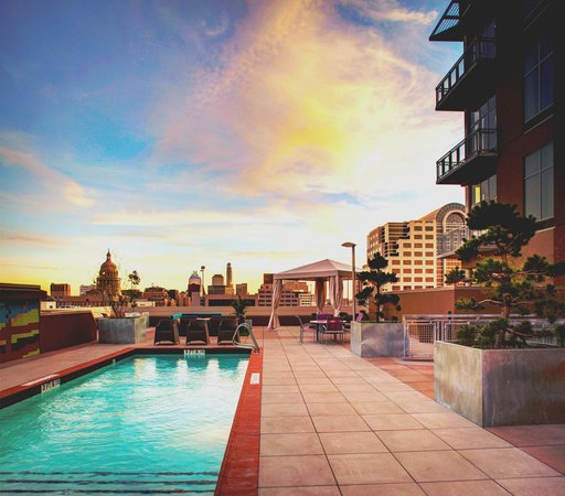 Hampton Inn & Suites Austin at The University/Capitol: Pool