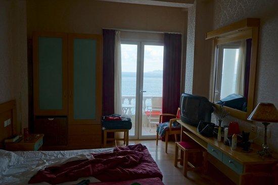 Mantas Seaside Hotel: Rummet