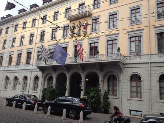 Grand Hotel Les Trois Rois: Aussenanicht