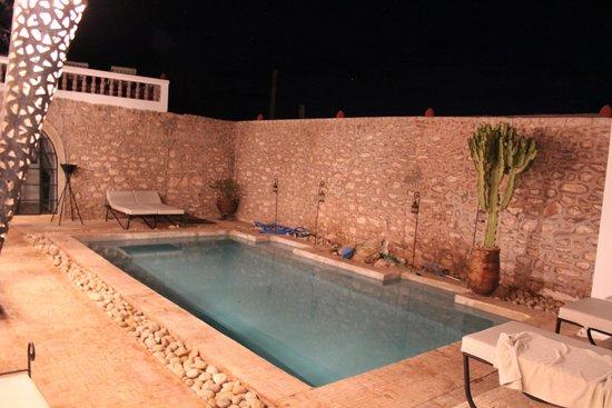Villa Saada : Vue de la piscine de nuit