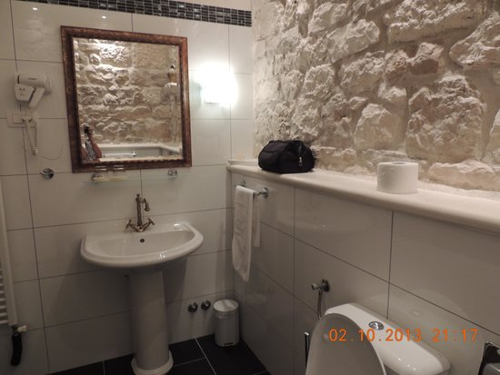 Boutique Hotel Adriatic : Stipan bathrooom!