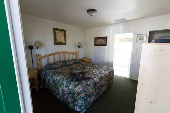 Green Gables Motel: Sleeping Room