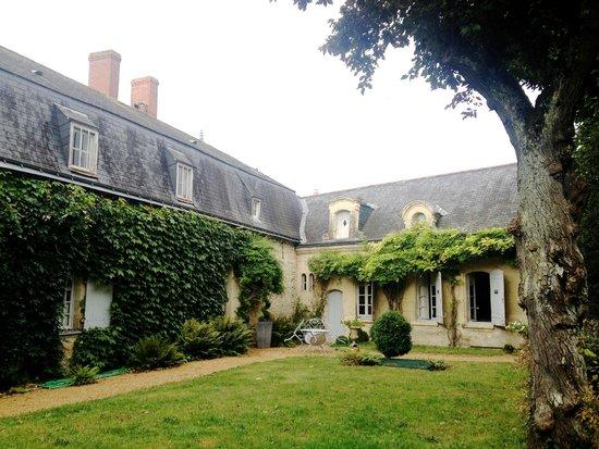 Manoir de Boisairault: The manor from the garden