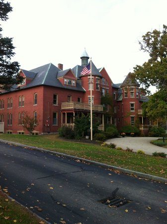 Centennial Hotel : Stately