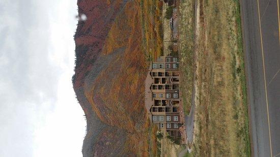 Residence Inn Glenwood Springs : Facing South