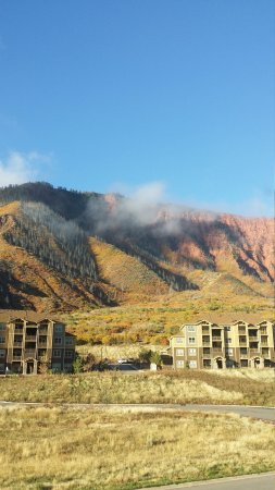 Residence Inn Glenwood Springs: Facing South