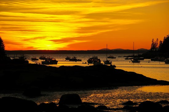 Boyce s Motel: Sunset Burnt Cove (beach near Stonington)