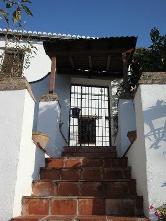 Almanzora Apartments Granada : escalera a la calle