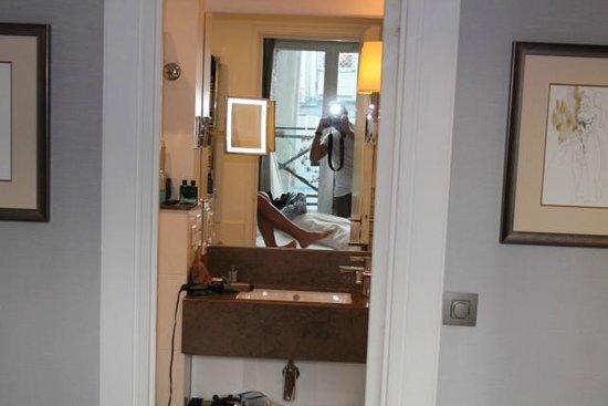 Villa Madame : View into bathroom