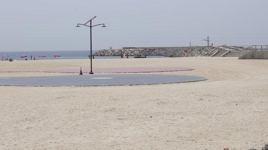 Holiday Inn Express Dubai Jumeirah : plages et aires de jeux
