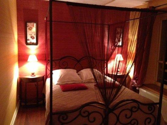 Le Moulin du Port: the bed