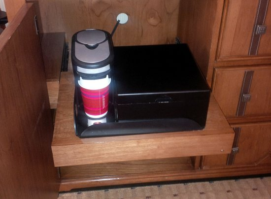 Edmonton Marriott at River Cree Resort : Very neat idea for room coffee and tea...