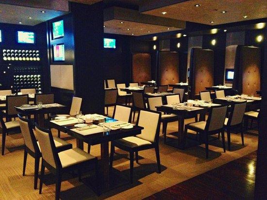 Turf Lounge: Main Dining Room