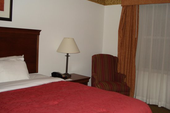Country Inn & Suites By Carlson, Chambersburg: comfortable chair