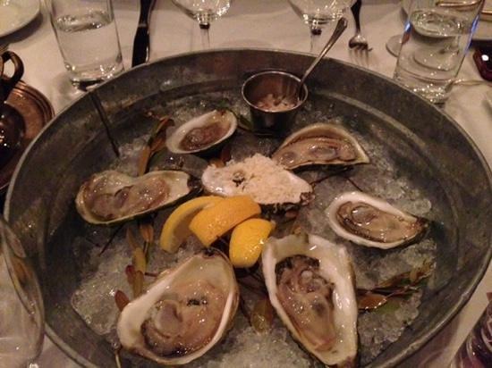 Raymonds Restaurant: Fresh oysters