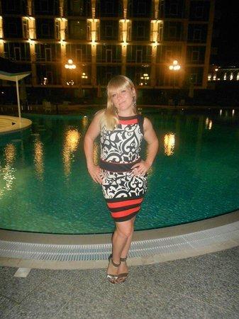 Aquamarine Apartments & Hotel : У открытого бассейна