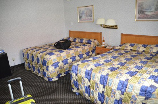 Super 8 Niagara Falls North : Enough space for sleep