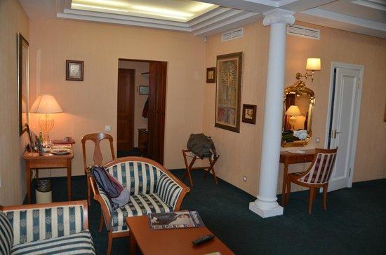 Author Boutique Hotel: Parte del salón de la suite