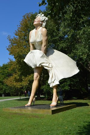 Marilyn Monroe Sculpture 60 Foot Picture Of Grounds