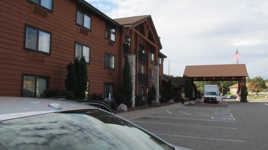 AmericInn Lodge & Suites Wisconsin Dells: Rustic style motel
