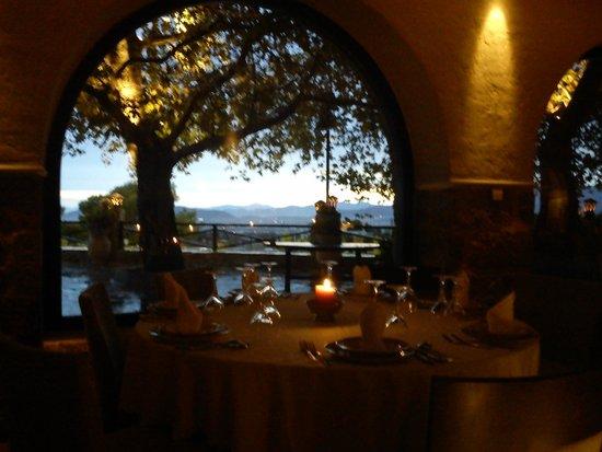 Eleas Gi Restaurant : Beautiful views at sunset