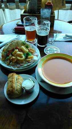 The Prodigal Son Brewery and Pub : calamari tacos and tomato curry soup