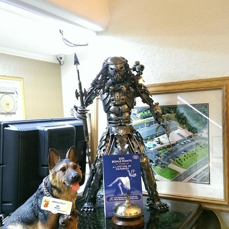 Super 8 Tyler TX : Yup, its a handmade Predator statue!