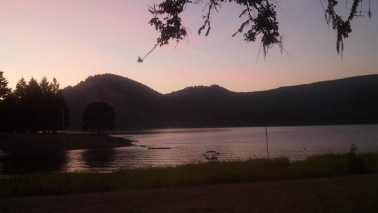 Dorena, OR: sunset over the lake