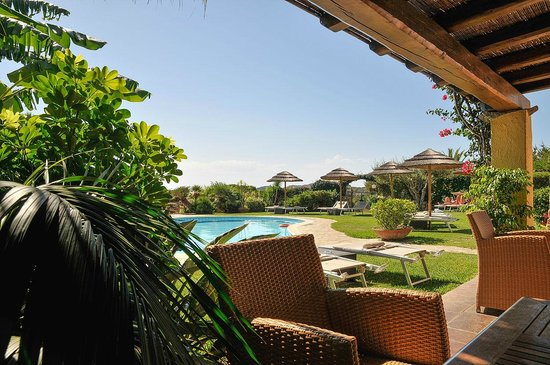 Residence Le Bouganville : im Barbereich beim Pool
