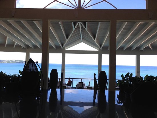 Calabash Cove Resort and Spa: Front Lobby