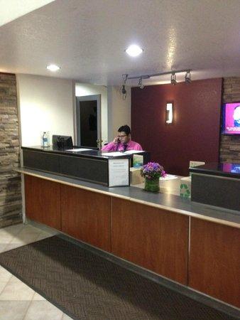 Red Roof Inn & Suites Rancho Cordova - Sacramento: Front desk