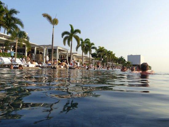 Piscina marina bay sands foto van marina bay sands skypark singapore tripadvisor - Singapore hotel piscina ...