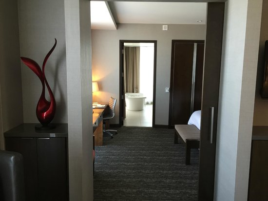 Westin Phoenix Downtown: View from Living Room through Bedroom to Bathroom (Suite)