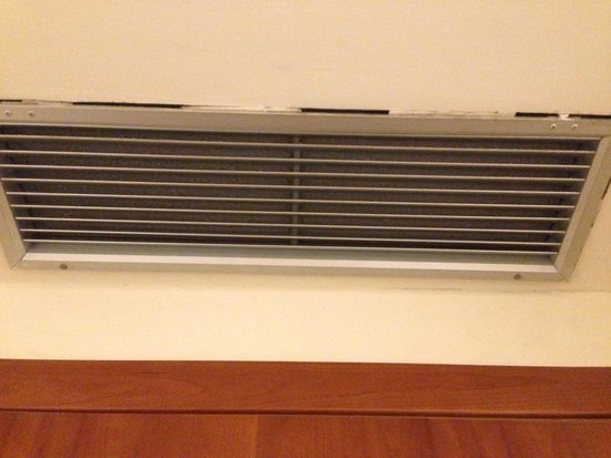 De Lanzi: Extremely dusty vents.  Terrible air quality in the room. (Room 105)