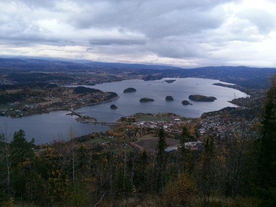 Sundvolden Hotel: Utsikt fra Kongens Utsikt mot Sundvolden og Steinsfjorden
