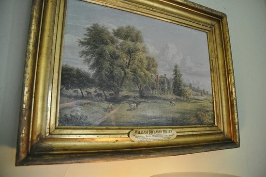 Bartow-Pell Mansion Museum: Older paintings decorate the walls.