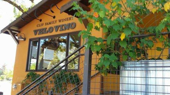 Clif Family Tasting Room: Velo vino entrance