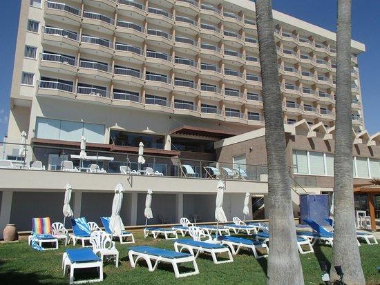 Poseidonia Beach Hotel: Closeup of hotel