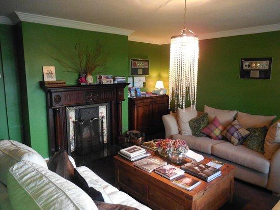 Hillside Lodge: The sitting room