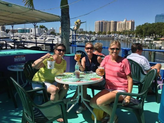 LeBarge Tropical Cruises: Drinks on the deck