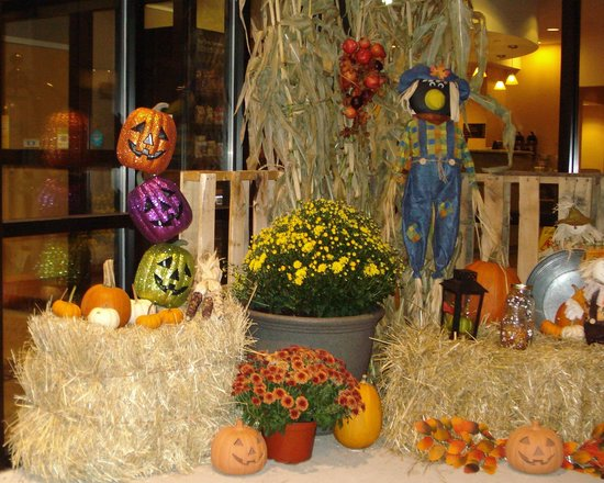 Comfort Suites Southington - Cheshire : We loved the beautiful Halloween decorations
