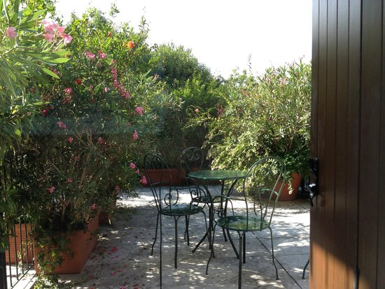 Hotel 4 Stagioni: lovely patio
