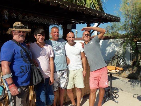 Bitez Han beach bar and resteraunt: Bob Steve and the boys