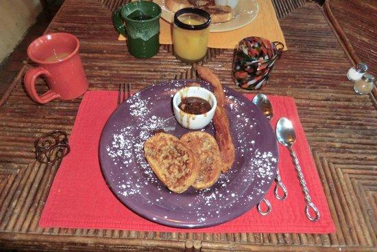 Adobe and Pines Inn B&B: Great frech toast breakfast