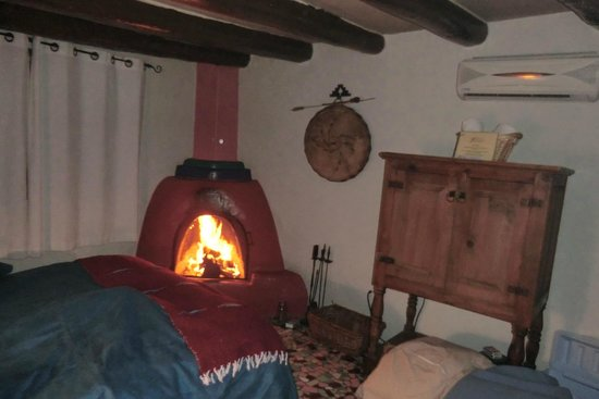 Adobe and Pines Inn B&B: Warm fire in the room